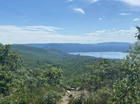 A view to the South, with the Hudson River on the right and more of Hudson Highlands State Park on the left.